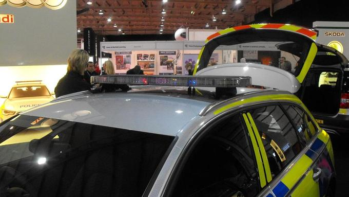 Defender LED Lightbar on Audi at ES Show.JPG